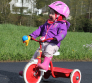 Alvilda på trehjulsykkel