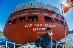 Der Matrose und das Containerschiff