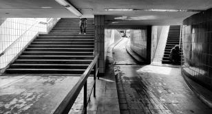 Downstairs - Abwärts