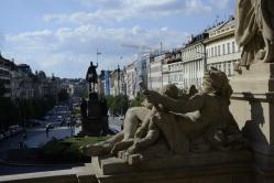 Socha Vltava shlíží na sv Václava
