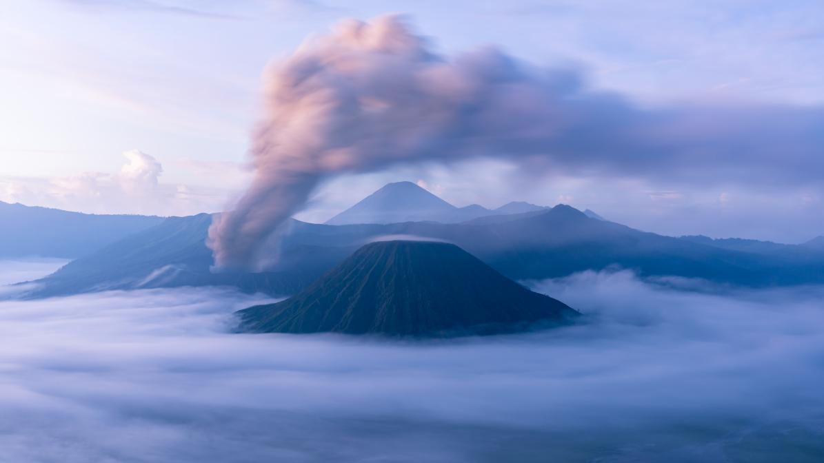 Vulkanlandschaft im Morgenlicht