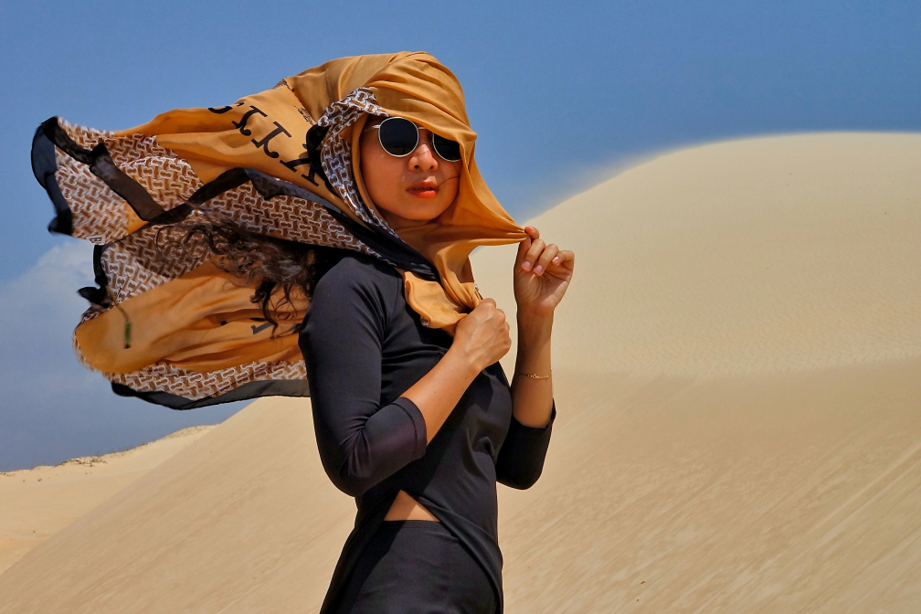 desert girl in Mui Ne white sand dunes (32)