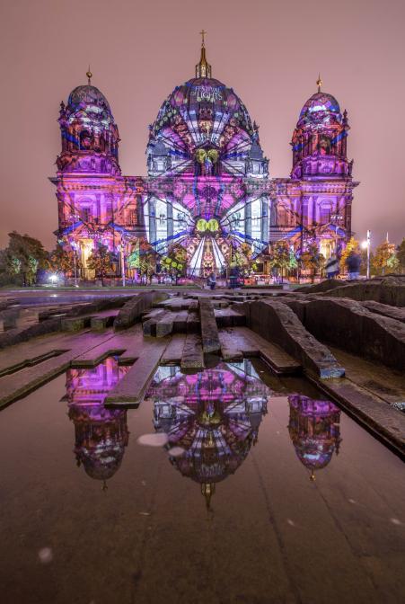 Der Berliner Dom und sein Spiegelbild